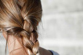 Feuchtigkeitsspray macht spröde Haare wieder geschmeidig